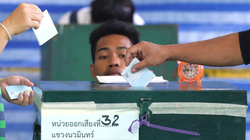 Thailand: Putschisten setzen Verfassung bei Referendum durch