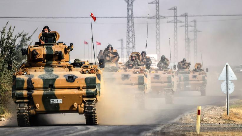 Einmarsch in Syrien: Türkische Panzer, die Syrien erreichen