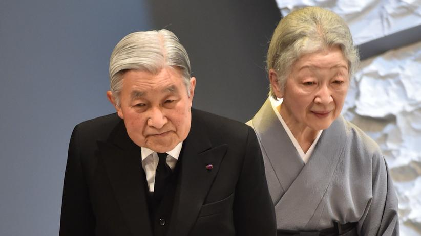 Japan: Der japanische Kaiser Akihito mit Kaiserin Michiko