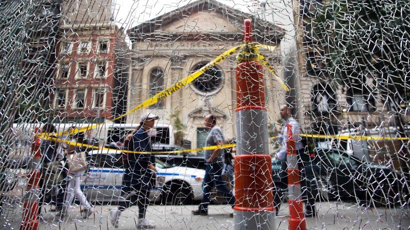 Anschlag in New York: Zersplitterte Fenster nach der Explosion in Manhattan: 29 Menschen wurden hier verletzt.