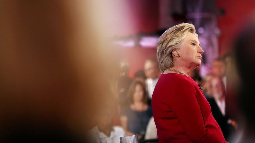 US-Wahl 2016: Die Ärztin Lisa Bardek bescheinigte Clinton nun, fit für das Präsidentenamt zu sein.
