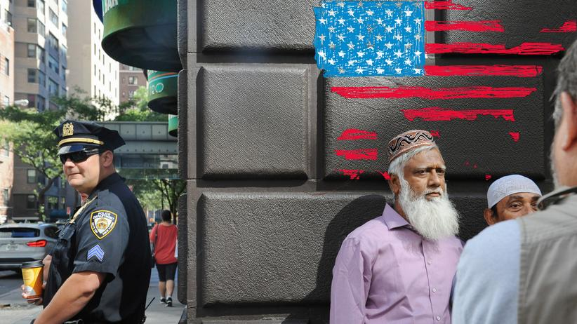 US-Elections: A member of the New York City police stands guard before the start of the annual Muslim Day Parade in Manhattan