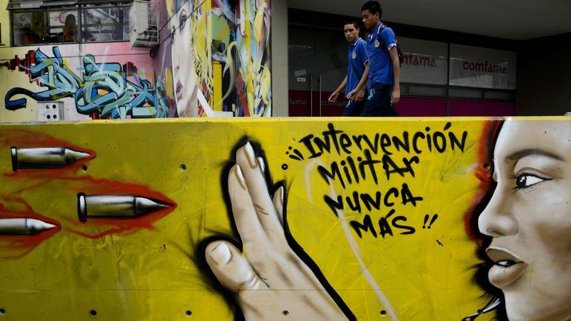 Kolumbien: Nie wieder militärische Intervention! Graffito in der Comuna 13 in Medellín (Archivbild) © Raul Arboleda/AFP/Getty Images ()
