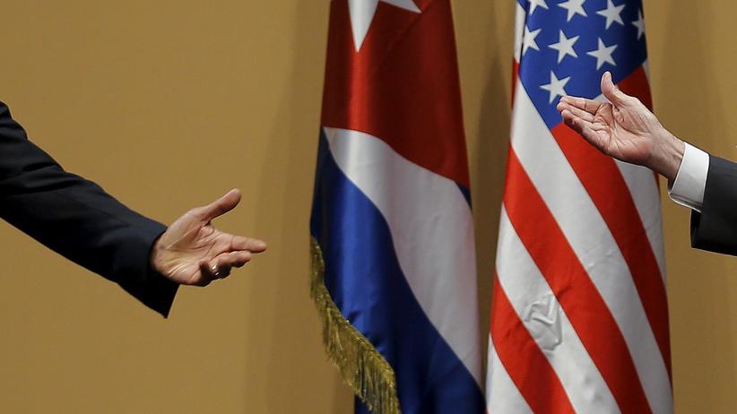 Diplomatische Beziehungen: US-Präsident Barack Obama und sein kubanischer Amtskollege Raul Castro gestikulieren während einer Pressekonferenz.