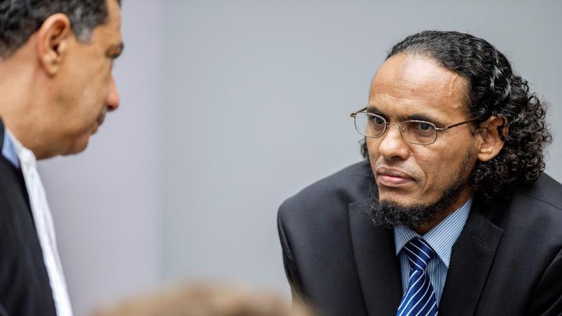 Mali: Der Angeklagte Al Mahdi (r.) während des Prozesses in Den Haag