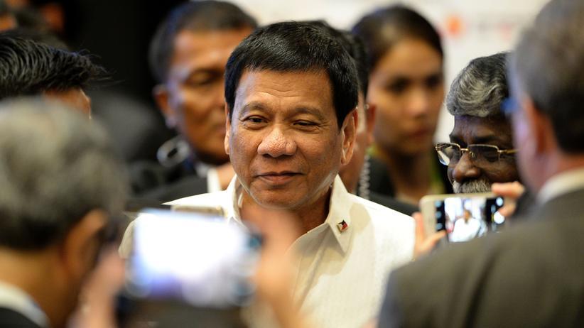 Philippinen: Menschenrechtler fordern Ermittlungen gegen Duterte