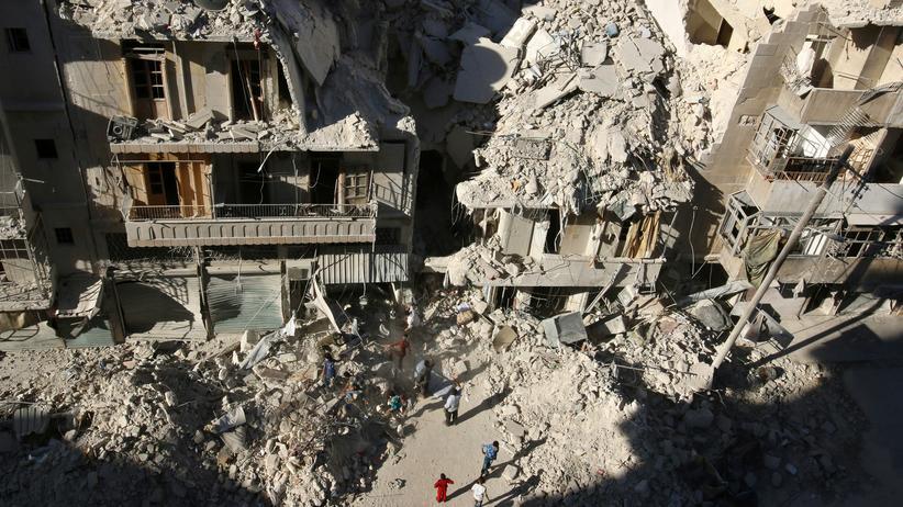 Syrien: Eine Ruinenlandschaft: Ein Straßenzug in Aleppo nach einem der vielen Bombenangriffe der vergangenen Tage