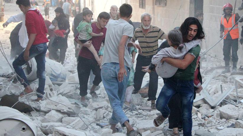 Syrien-Krieg: Die Rebellen-Stadt Idlib nach einem Luftangriff