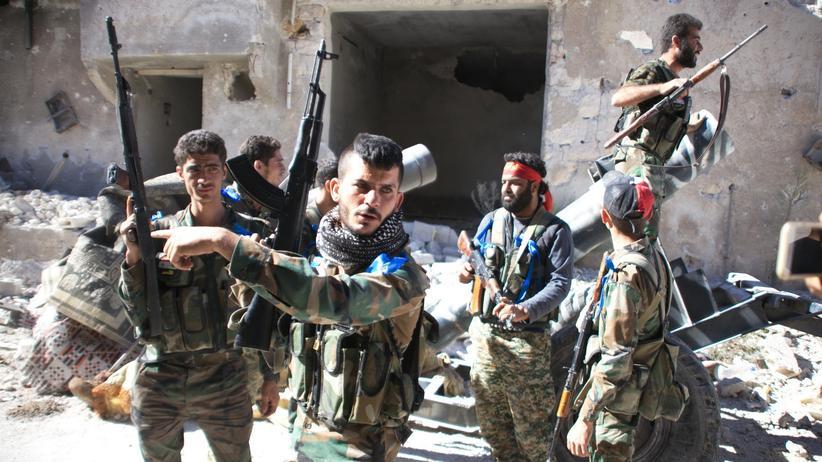 Russland: Syrische Regimesoldaten nördlich von Aleppo, wo zuvor Russland Luftangriffe geflogen hatte