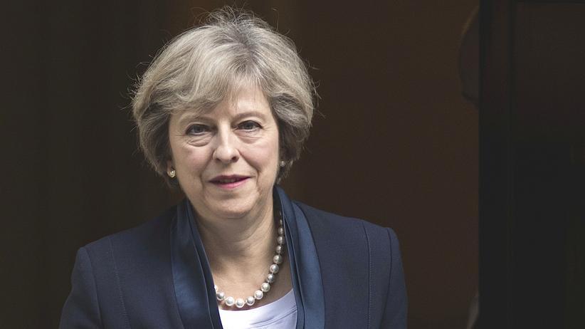 Großbritannien: Großbritanniens Premierministerin Theresa May vor 10 Downing Street