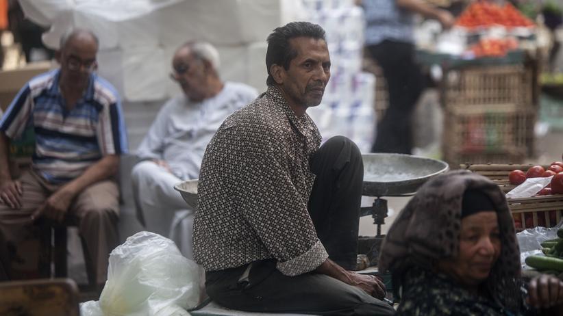 Ägypten: Ein Händler wartet auf einem Markt in Kairo auf Kundschaft.