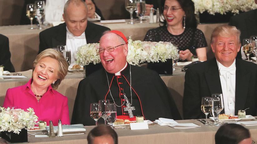 US-Wahl: Hillary Clinton, Kardinal Timothy Dolan und Donald Trump beim Alfred E. Smith Memorial Foundation Dinner im Oktober 2016.
