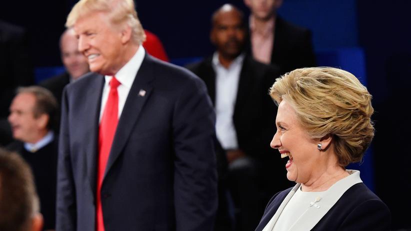 Hillary Clinton – Donald Trump : Hillary Clinton und Donald Trump bei ihrem zweiten TV-Duell, einem Townhall-Meeting in St. Louis/Missouri, am 9. Oktober