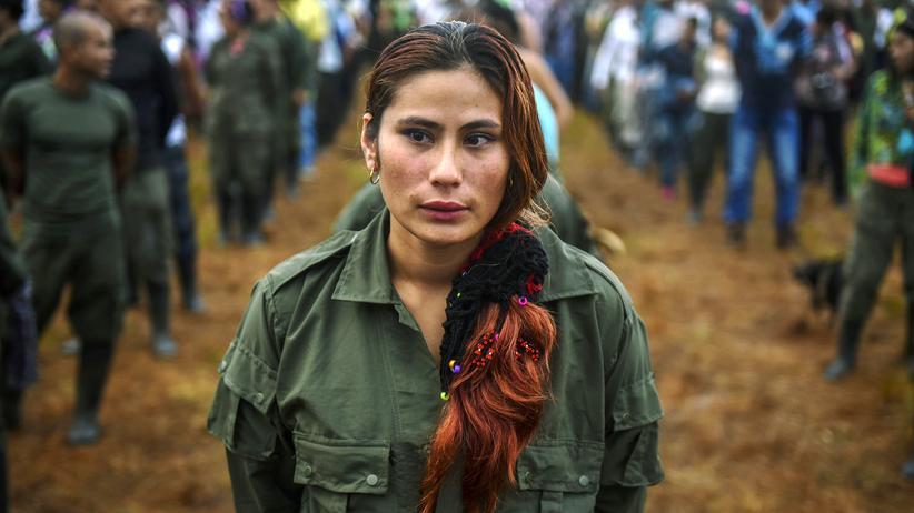 Kolumbien: Eine Farc-Kämpferin bei der zehnten Konferenz der Guerillaorganisation im September dieses Jahres in Llanos del Yarí, Kolumbien