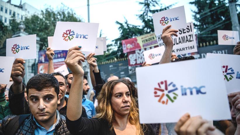 Türkei: Zehntausende Beamte entlassen