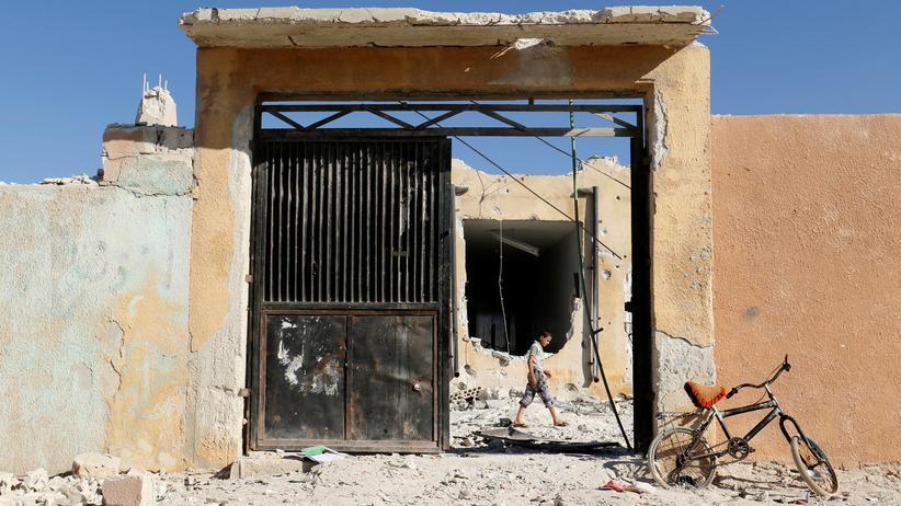 Syrien-Krieg: Bei dem Angriff starben nach Angaben von Unicef mehr als zwanzig Kinder und sechs Lehrer. Noch ist unklar, ob die syrische oder die russische Luftwaffe die Angriffe geflogen hat.