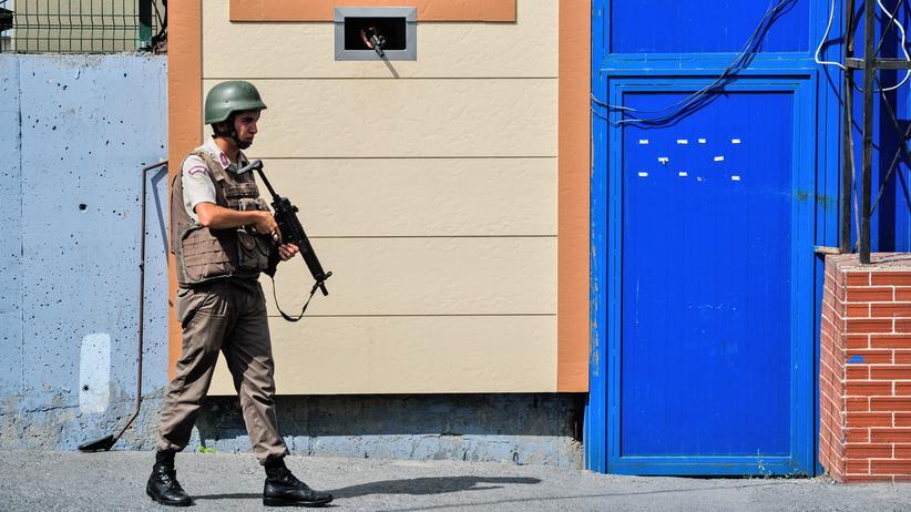 Türkei: Türkische Gendarmerie vor einem Gefängnis in Istanbul