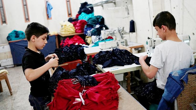 Türkei: Syrische Flüchtlingskinder arbeiten in einer kleinen Textilfabrik im türkischen Gaziantep.