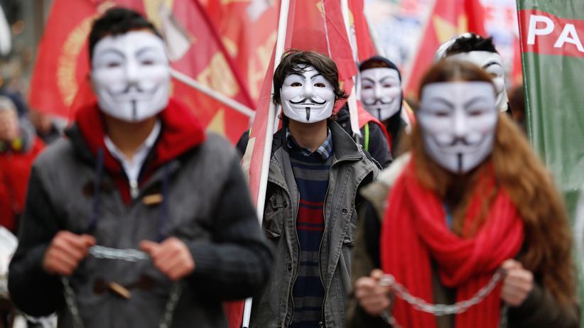 Türkei: Schüler protestieren gegen die Bildungspolitik der regierenden AKP. Viele von ihnen werden später auf Universitäten gehen, in denen regierungskritische Dozenten entlassen wurden.