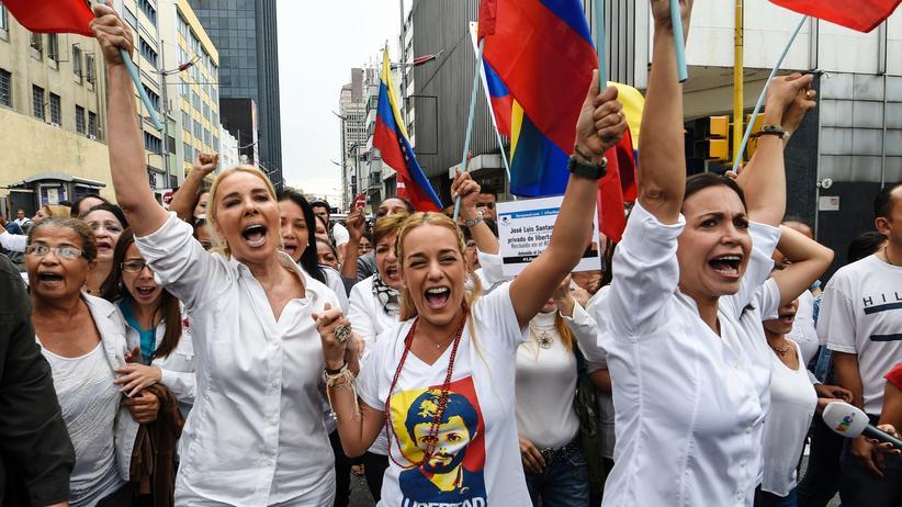 Venezuela: Proteste gegen Venezuelas Präsident in der Hauptstadt Caracas