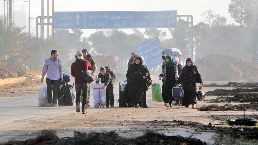 Aleppo: Syrer verlassen ihr zu Hause im Südwesten Aleppos.