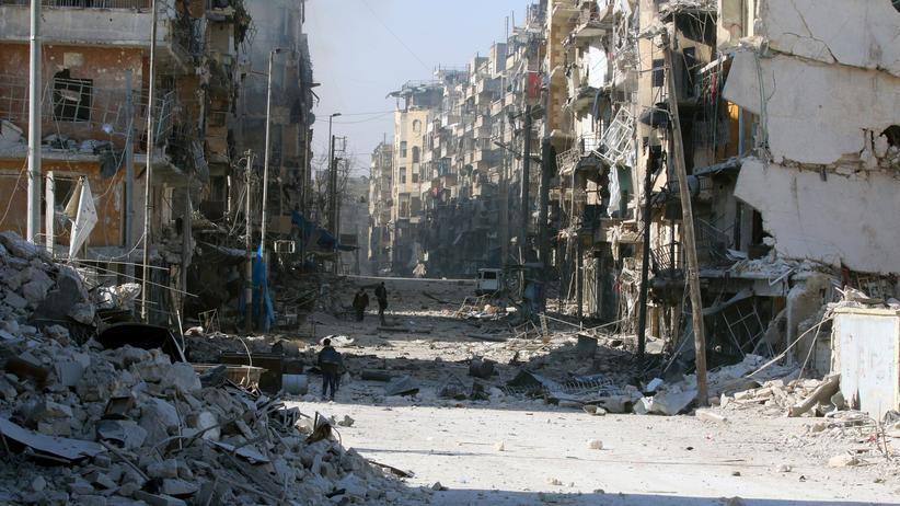 Aleppo: Die syrische Luftwaffe hat erneut Rebellengebiete im Osten der Stadt bombardiert.