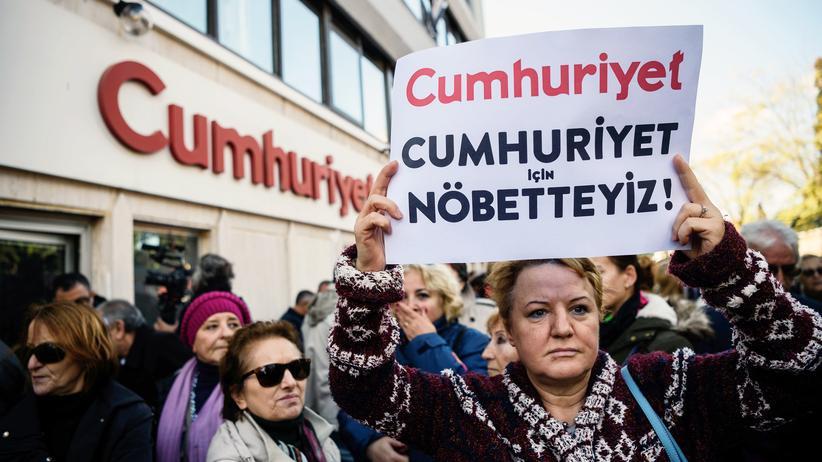 """""""Cumhuriyet"""": Protest mit weißen Flächen"""