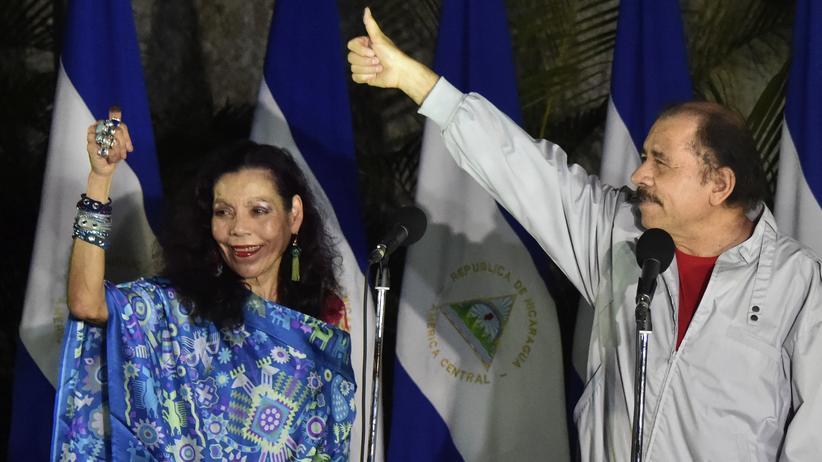 Nicaragua: Daniel Ortega mit seiner Frau Murillo