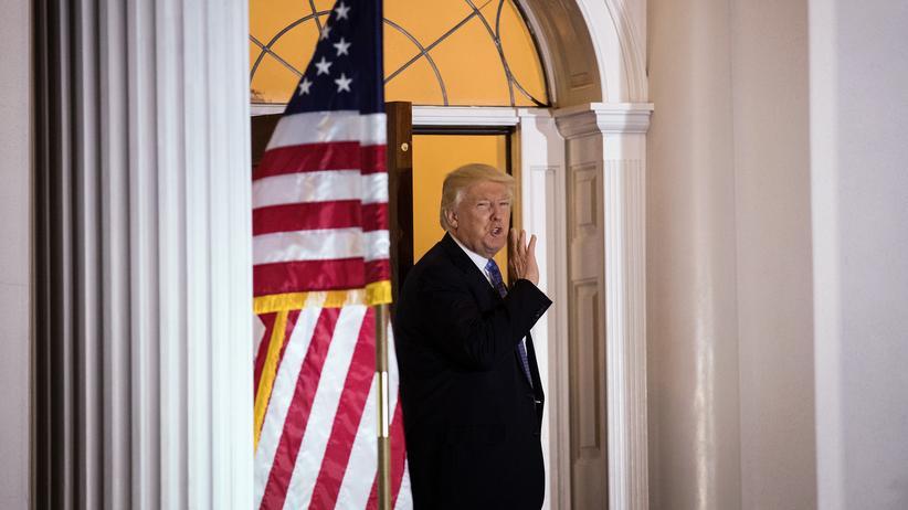 US-Medien: Auch als gewählter Präsident lässt Donald Trump nicht von scharfer Medienkritik ab.