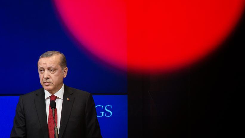Türkei: Der türkische Präsident Recep Tayyip Erdoğan geht gegen Kritiker vor.