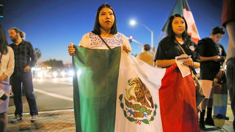 Illegale Einwanderer: Demonstranten gegen den künftigen Präsidenten Donald Trump in der Barrio Logan Area in San Diego, Kalifornien