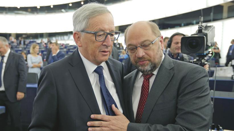 EU-Parlamentspräsident: Der konservative EU-Kommissionspräsident Jean-Claude Juncker im Gespräch mit dem Sozialdemokraten Martin Schulz, Präsident des Europa-Parlaments