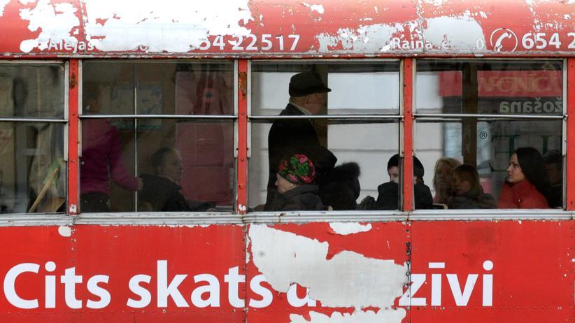 Lettland: Eine Straßenbahn in der lettischen Stadt Daugavpils, Bild vom März 2014