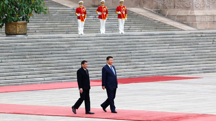 Philippinen: Präsident Duterte wendet sich von den USA ab und China zu. Hier bei einem Staatsbesuch in China im Oktober 2016.