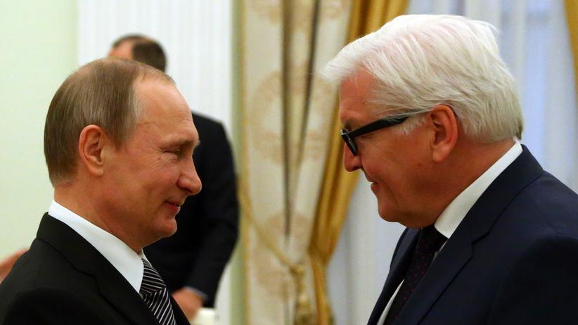 SPD: Bundesaußenminister Frank-Walter Steinmeier (SPD, r.) und Russlands Präsident Wladimir Putin im Kreml, März 2016