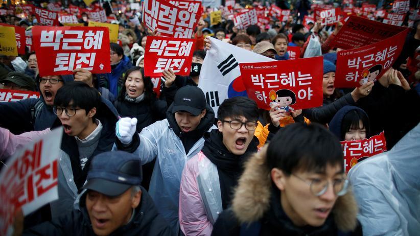 Südkorea: Im Zentrum der südkoreanischen Hauptstadt Seoul fordern Demonstranten den Rücktritt von Präsidentin Park.