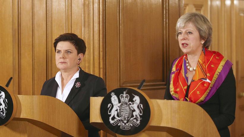 Brexit: Die britische Premierministerin Theresa May (r.) und die polnische Ministerpräsidentin Beata Szydło bei ihrem Treffen in London