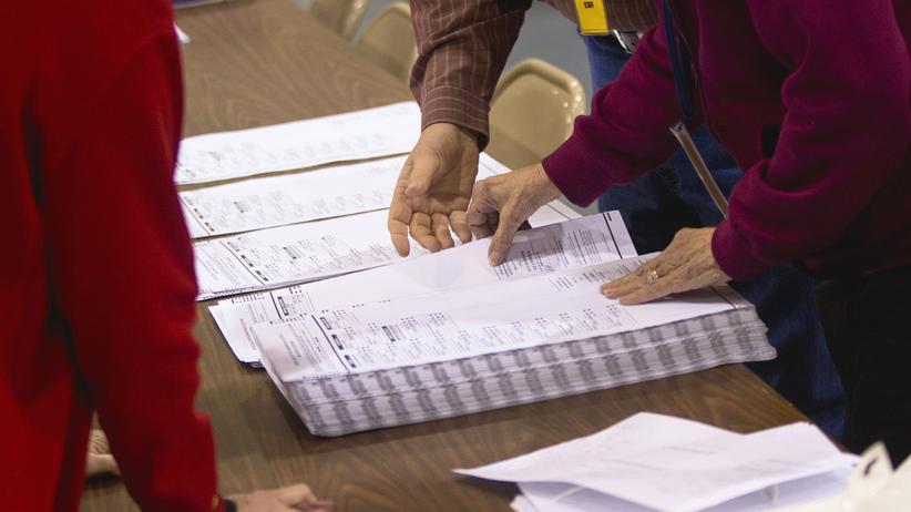 US-Wahl: Manuelle Neuauszählung der Stimmen zur Wahl eines Richters für den Wisconsin Supreme Court  im Jahr 2011