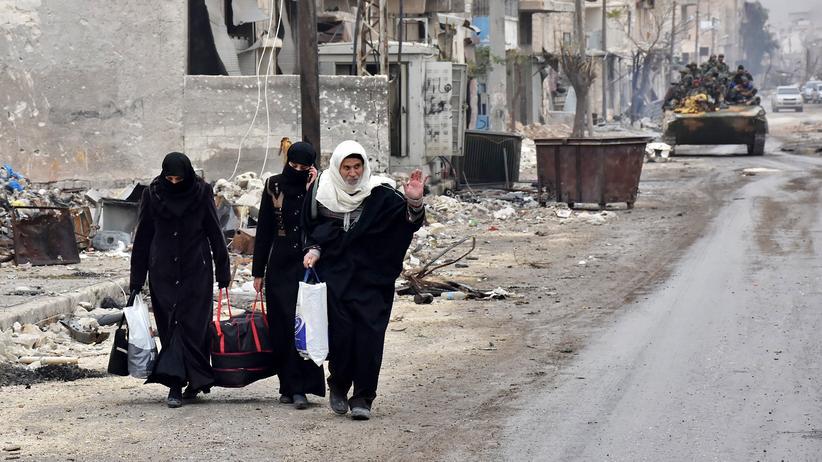 Syrien: Syrische Familien verlassen Aleppo