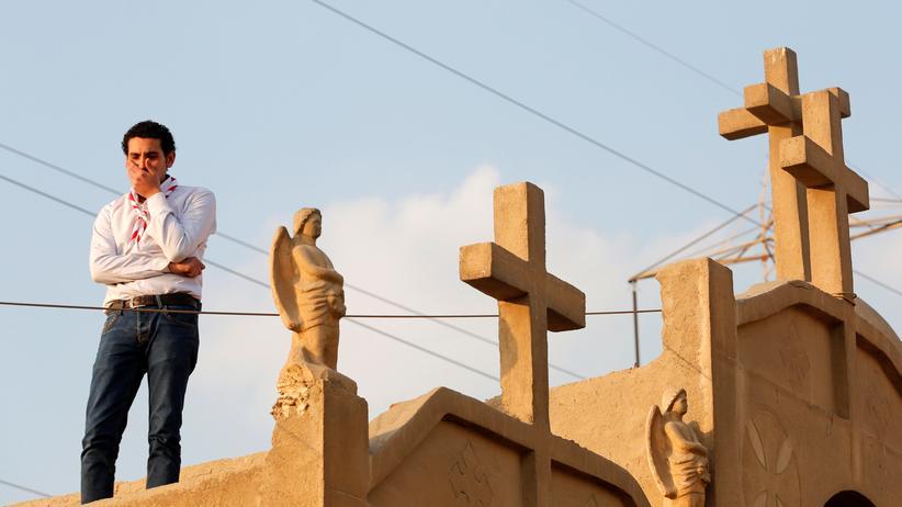 Anschlag in Kairo: Trauer in Kairo während der Beisetzung für Opfer des Anschlags vom Sonntag