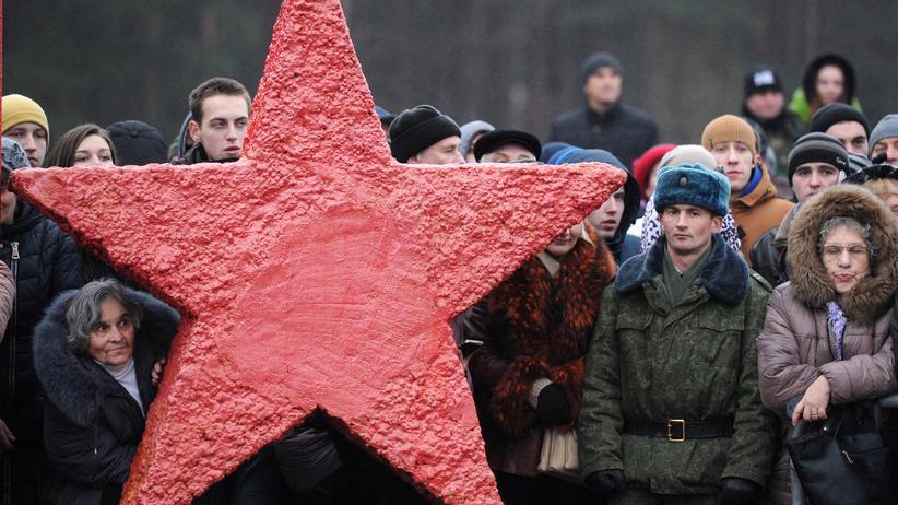 Belarus: Angehörige bei der Vereidigung von belarussischen Rekruten