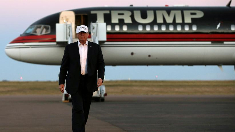 USA: Donald Trump vor seinem Privatjet