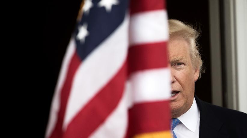 Donald Trump: Wer bei Donald Trump am Kabinettstisch sitzen will, muss nicht nur Fahnentreue schwören, sondern auch dem Präsidenten gegenüber loyal sein.