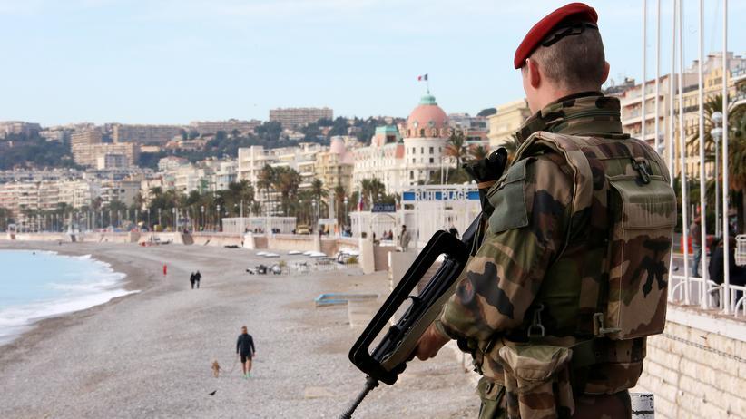 Terror: Frankreich verlängert Ausnahmezustand bis nach den Wahlen