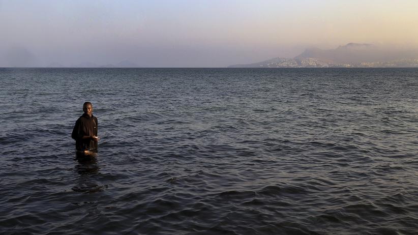 Flüchtlinge: Ein Migrant aus Mali erreicht nach der Überfahrt aus der Türkei die griechische Insel Kos.