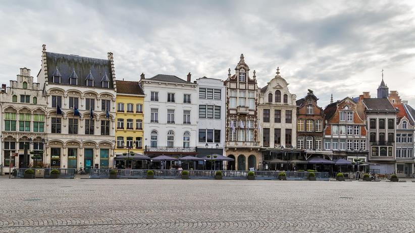 Mechelen: Hübsches Städtchen: Der Grote Markt in Mechelen