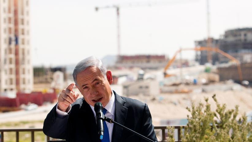 Israel: Israels Ministerpräsident Benjamin Netanjahu vor jüdischen Siedlungen in der Westbank