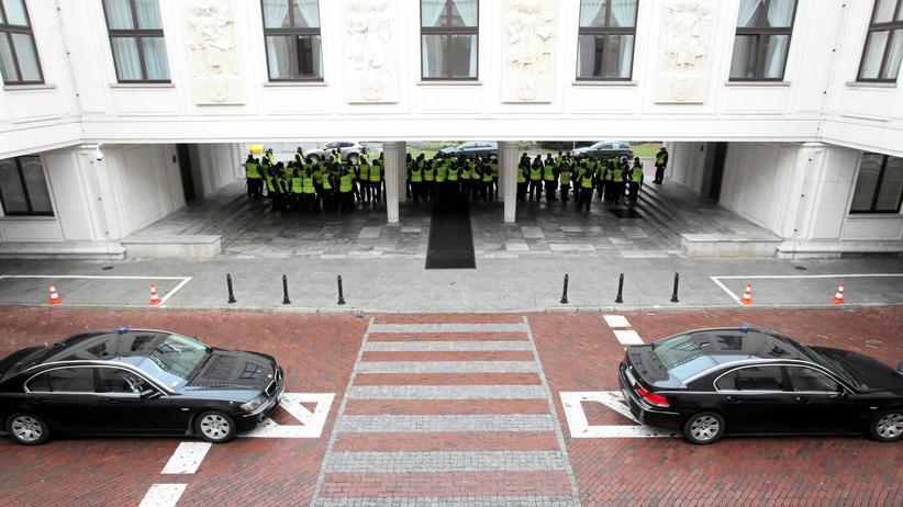 Polen: Polizeibeamte vor dem Parlament in Warschau