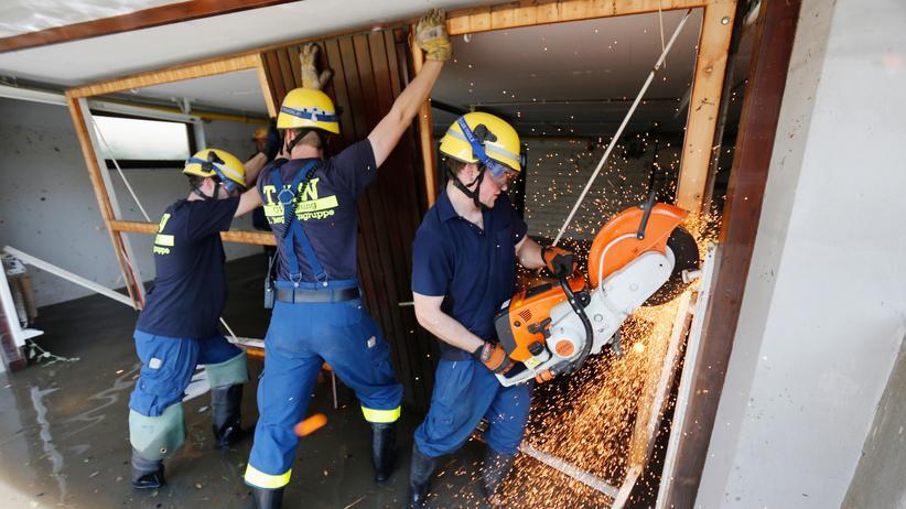 Solidaritätskorps: Die Freiwilligen des Technischen Hilfswerks könnten bei ihrem Hochwasser-Einsatz künftig Unterstützung von Jugendlichen aus der ganzen EU bekommen.