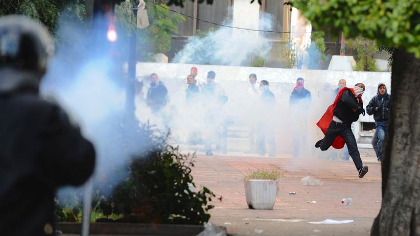 Arabischer Frühling: Zusammenstöße zwischen Demonstranten und Sicherheitskräften am 14. Januar 2011 in der tunesischen Hauptstadt Tunis.